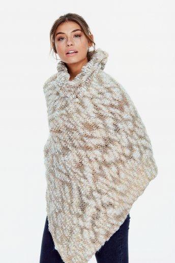 Modello Marylin poncho per donna