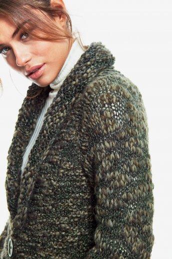 Modelo Marylin Casaco comprido para mulher