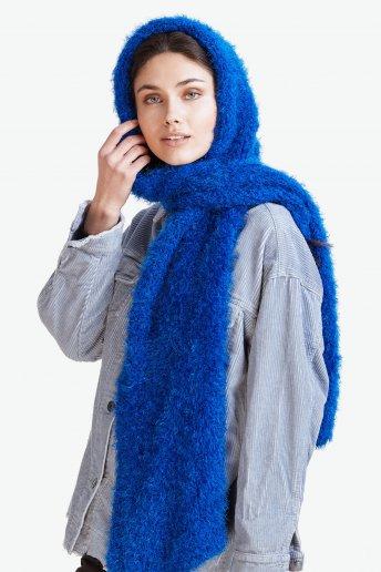 Modelo Mellow bufanda con capucha