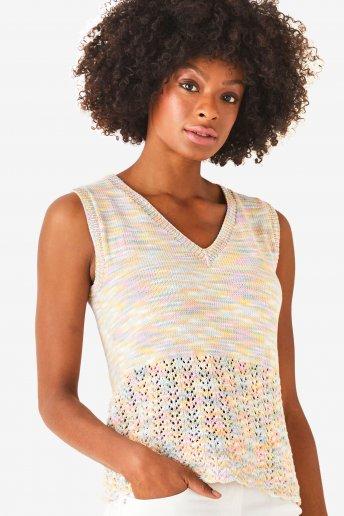 Modelo Natura Multico camiseta sin mangas para mujer