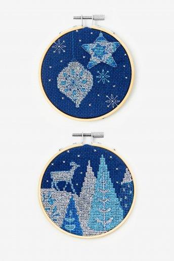 Kit duo corça e bolas de natal em ponto de cruz