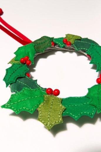 Holly Leaf Wreath - pattern