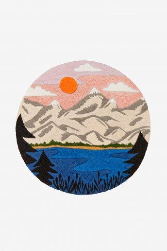 Montanhas e lago - Desenho